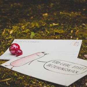 Postkarte: Wesen sagen Dinge. Dieses Mal »Esoliebe, statt Beziehungskack.«