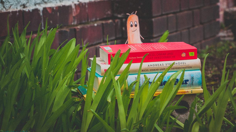 WESENsART | Weltgeschichtentag. Wesen zwischen Blumen lesen Kinderbücher