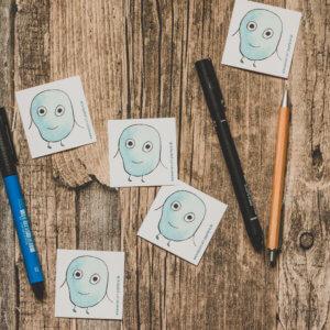 WESENsART-Produktbild: Aufkleber: 5 Wesen kleben rum, dieses Mal blau, rund und frech.