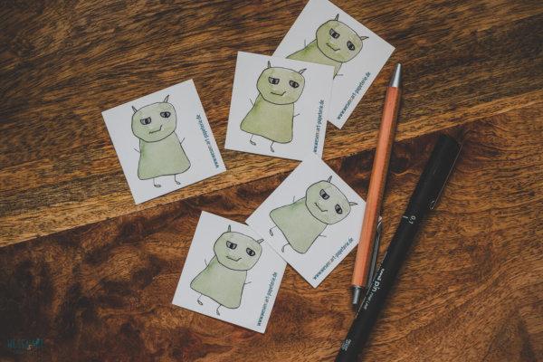 WESENsART-Produktbild: Aufkleber: 5 Wesen kleben rum, dieses Mal in Grün.