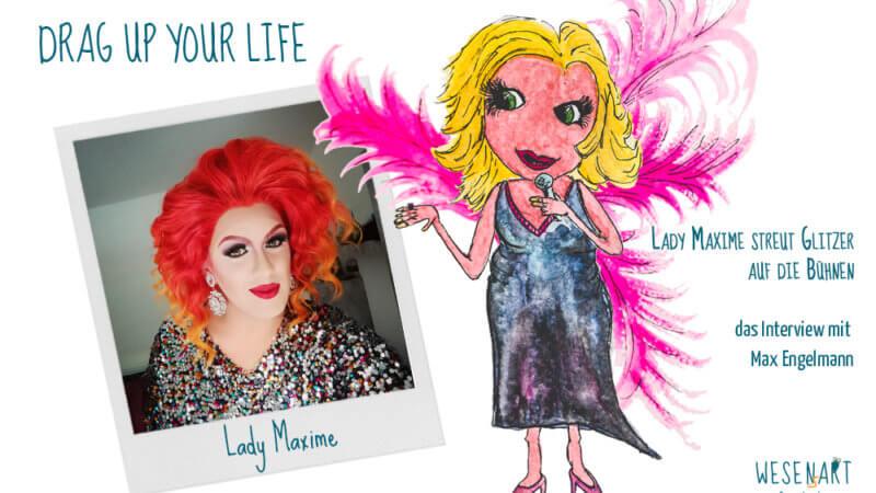 Titelbild für den Beitrag: links ist en Foto von Lady Maxime zu sehen mit roten Haaren. Daneben die Lady als Wesen mit blondem Haar, Kleid und pinken Federn.