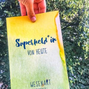 Notizheft »Superheld*in von heute«, Vorderseite.