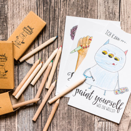 »Paint yourself« Set: Postkarten und Buntstifte zum Ausmalen