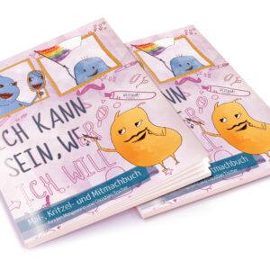 Zwei Exemplare vom WESENsART Mal-, Kritzel- und Mitmachbuch »Ich kann sein, wer ich will«