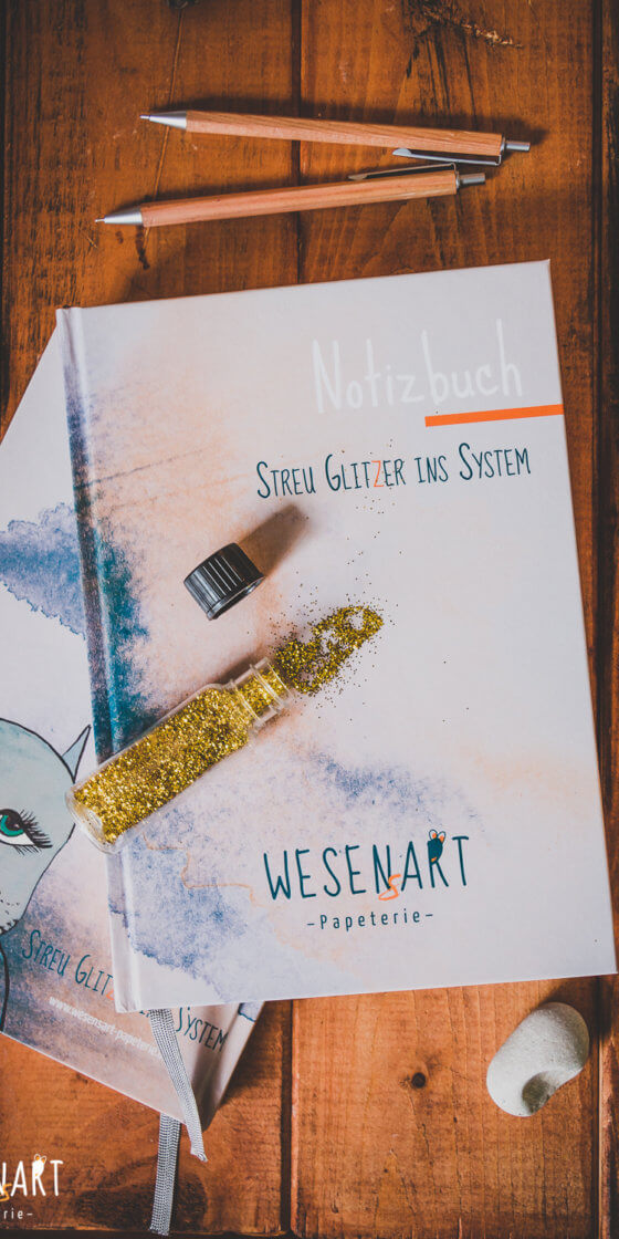 WESENsART-Produktbild: Notizbuch »Streu Glitzer ins System«