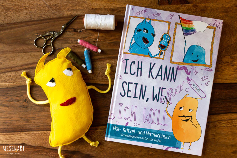 Valentin*a aus Filz, Nadel, Garn, Schere und das Buch »Ich kann sein, wer ich will«